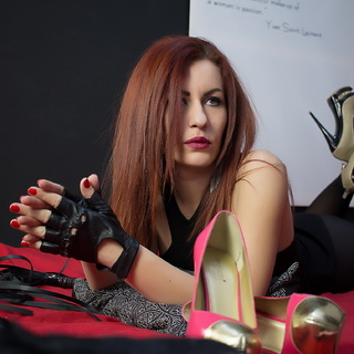 I am en expert in making little slaves like you , worship my latex costume and my sexy hair and feet.