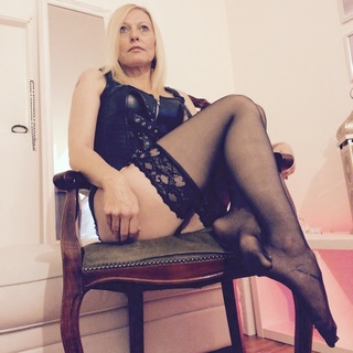 Domination,Humiliatrix,Financial Domination,Toys,Submissives,rebellious,foot fetish,heels,dress up,love to have slaves do as i say and cuckolds your welcome Seductress in your dirty little brain